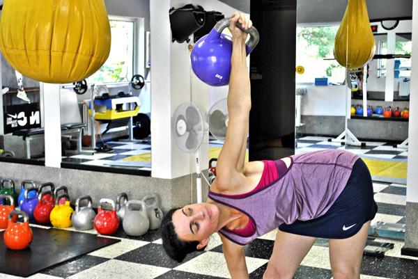 b1742487284 Ваня Висарионова е магистър на спортните науки към Висшето Немско Спортно  Училище в гр. Кьолн. В момента се обучава и преподава Ресторативно Движение  ...